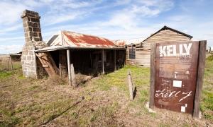 ned kelly, australian bushrangers, echuca, roma, dog on the tuckerbox, moonlight, tours of australia, seniors tours of australia, gundagai, glenrowan