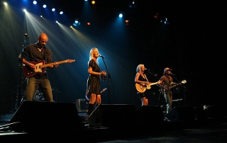 tamworth, tamworth music festival, tours to tamworth, aussie redback tours, tamworth and lightning ridge, broken hill tours, country music festival, country music, beccy cole, troy cassar daley, lee kernaghan
